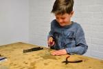 glas snijden voor gezamenlijk werkstuk, Uniek kinderfeestje, Glasatelier Vetro Colorato.jpg